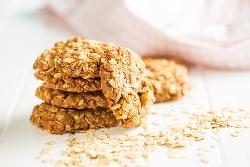 Домашни бисквити с овесени ядки, орехи, яйца и масло (Овесени ореховки) - снимка на рецептата